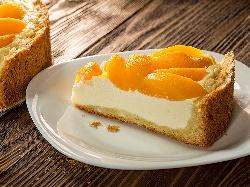 Печен чийзкейк с рикота, сирене маскарпоне и конфитюр /  сладко от праскови или кайсии - снимка на рецептата